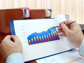 Analyzing investment charts. — Stock Photo