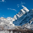 ama dablam mountain, khumbu glacier, nepal — Stock Photo