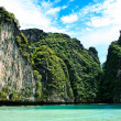 Phi Phi islands and Maya Bay in Thailand — Stock Photo