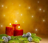 Three candles decorated in a festive Christmas decoration — Foto Stock