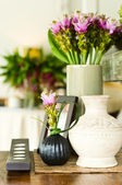 Flower arrangement in beautiful interior setting — Stock Photo