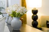 Flower vase in beautiful interior design — Stock Photo