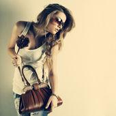 Ett foto av vacker flicka är i stil med pinup, glamur — Stockfoto
