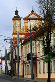 Een oude straat met de prachtige kathedraal — Stockfoto