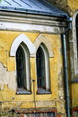 A fragment of a wall and windows of the old Lutheran church — Stock Photo