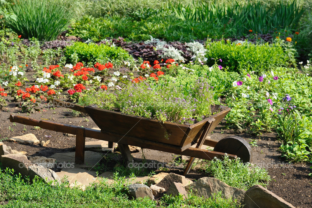 Landscaped flower garden — Stock Photo #5992968