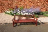 木造ベンチとラベンダー — ストック写真