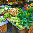 Stalls with fresh vegetables and fruit at market square - Stockfoto