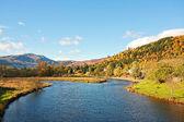 řeka teith s výhledem na ben ledi, callander, skotsko — Stock fotografie