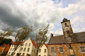 Old town clock and houses in Culross , Fife, Scotland — Stock Photo