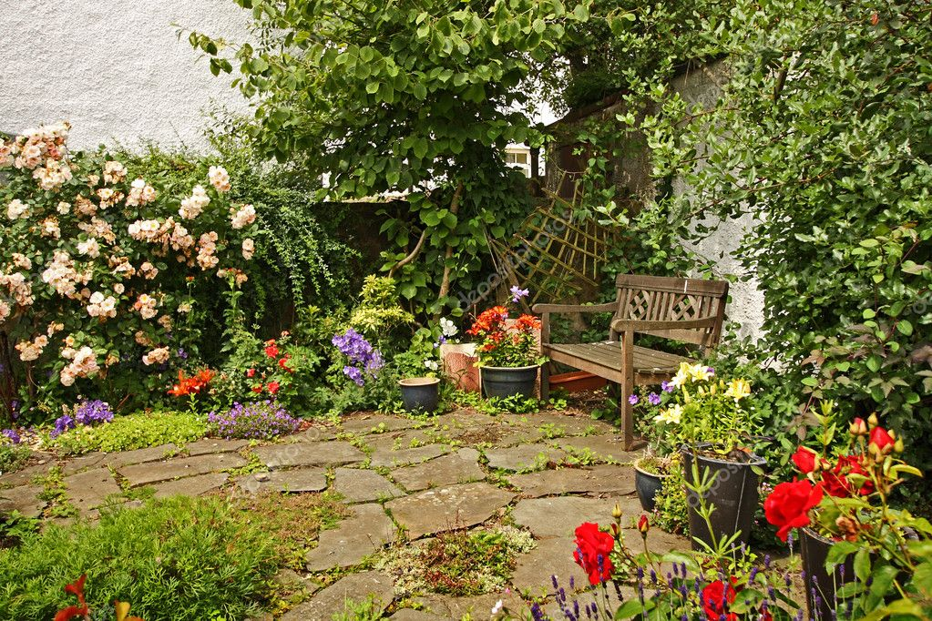 Lovely garden with a wooden bench — Stock Photo #6605532