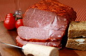 Large piece of ham in pepper with a glass of red wine — 图库照片