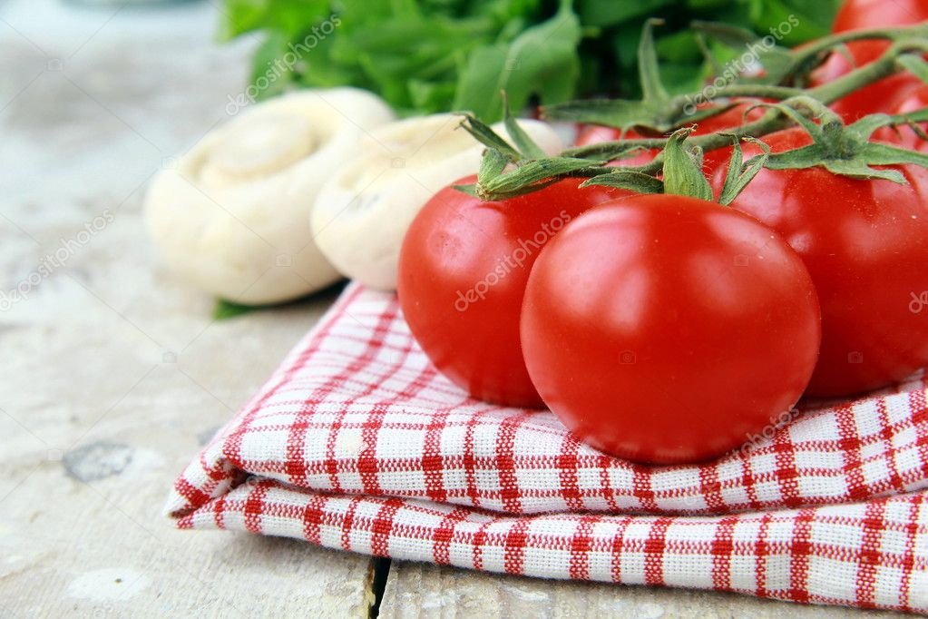 Tomatoes Cherry fresh ripe on the kitchen towel — Stock Photo #5730808