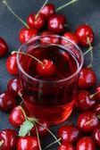 Glass of fresh cherry juice and fresh cherries — Stock Photo