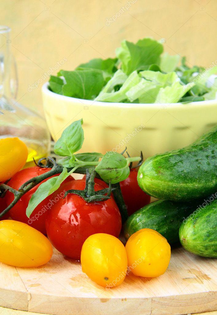 Огурцы помидоры салат без масла калорийность