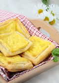 Snack cakes puff pastry with cheese — Stock Photo