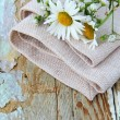 Bouquet of daisies on the linen bag  on a wooden table rustic still life — Stock fotografie