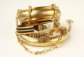 Zlaté šperky, náramky a řetízky — Stock fotografie