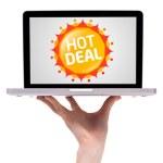 рука держа ноутбук с красочными продажи метки коллекции 2 — Стоковое фото