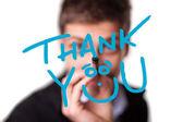 Joven escribiendo gracias en pizarra — Foto de Stock