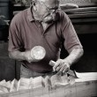 Woodcarver working with mallet and chiesel — Stock fotografie
