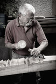 Woodcarver working with mallet and chiesel — Stock Photo