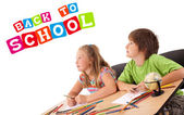 Barnen ser med tillbaka till skolan tema isolerad på vit — Stockfoto