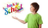 Niño mirando con volver al tema escolar aislado en blanco — Foto de Stock