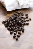 Färska rostade kaffebönor — Stockfoto