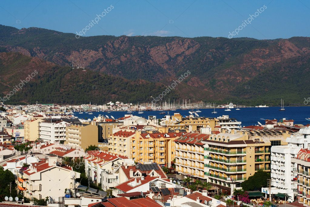 Urban view on Marmaris with colorful buildings and Mediterranean sea on it, Turkey — Stockfoto #6728715