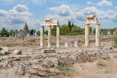 Ruins on ancient roman acropolis — Stock Photo