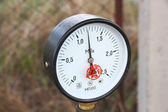 Gas manometer gauge with a black arrow — Stock Photo