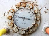 古いさびたガス ゲージ圧力計 — ストック写真