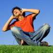 Teen boy singing listening to music with headphones - Stockfoto