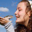 Kid with pet hamster — Stockfoto