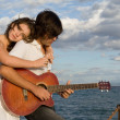 Happy couple with guitar - Foto Stock