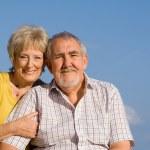Elderly couple on vacation — Stock Photo