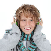Kid listening to music — Stock Photo