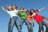 Barnen på sommarläger glee club — Stockfoto