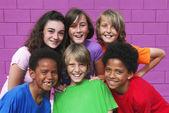 Olika blandad ras grupp av barn — Stockfoto