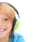 Mitad de cara sonriente niño feliz escuchando música — Foto de Stock