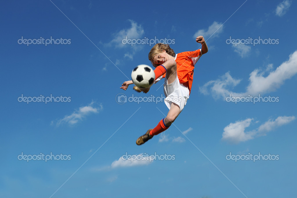 Child playing football or soccer — Lizenzfreies Foto #6361628