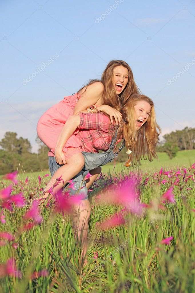 Summer piggyback fun — Stock Photo #6361703