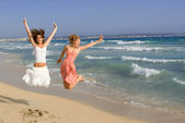 Happy young women on beach summer vacation or spring break — Stock Photo