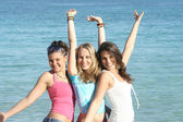 Group of happy students on summer break or beach summer vacation — Stock Photo