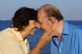 Happy senior couple on summer holiday or vacation — Stock Photo