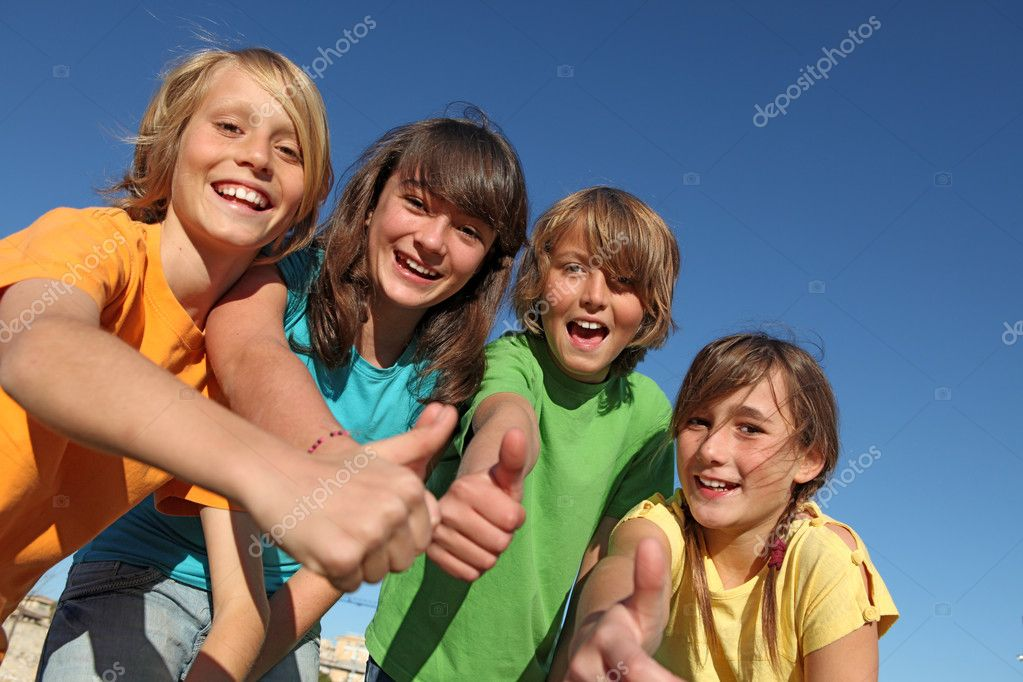 Smiling group of kids or children with thumbs up — Zdjęcie stockowe #6469765