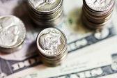 Bankbiljetten en munten amerikaanse dollars — Stockfoto