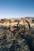 Wagon wheel rust old farm antique western plains — Stock Photo