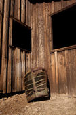 A rusty old truck grill against a barn. — Stock Photo